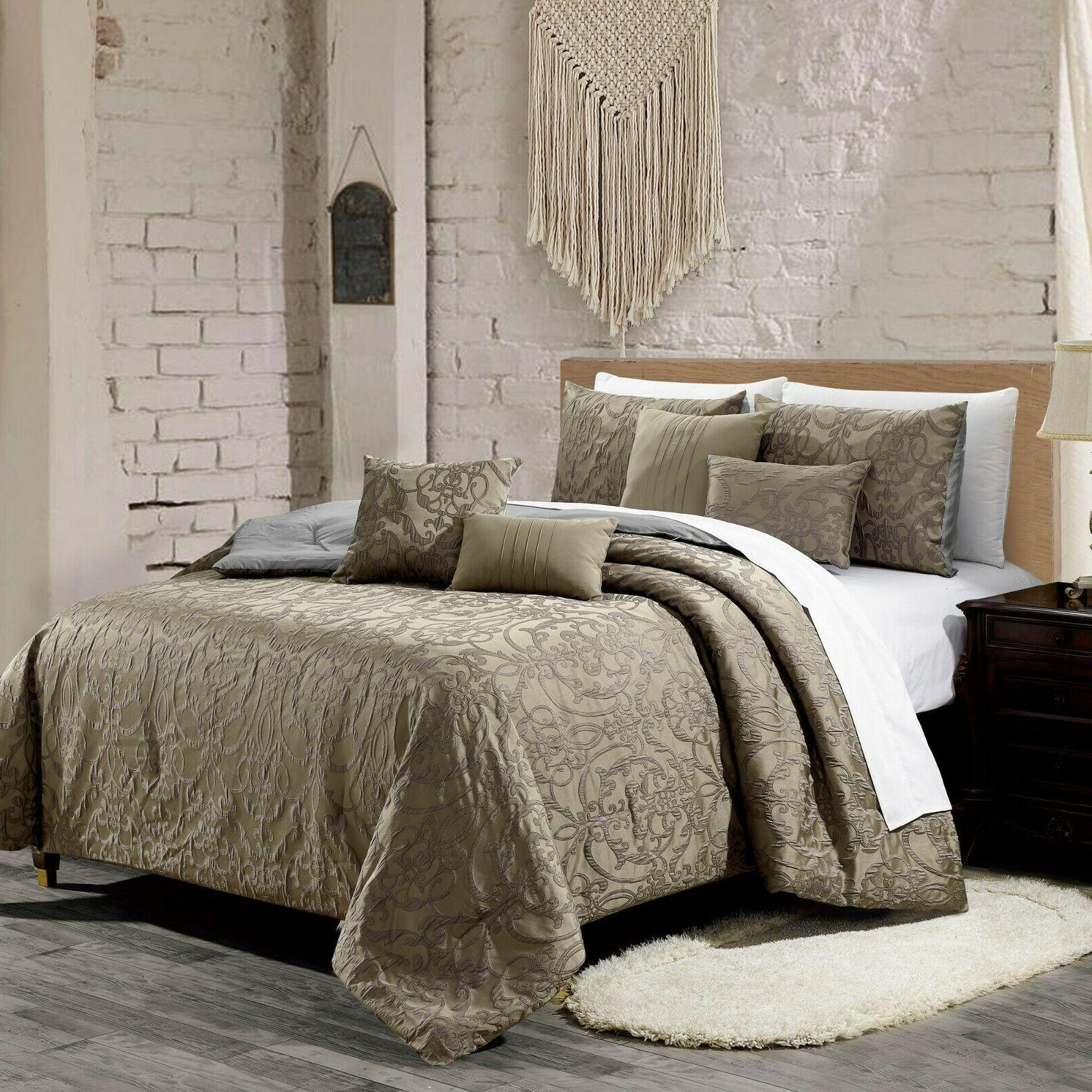 7 Comforter - Bed in Cal King
