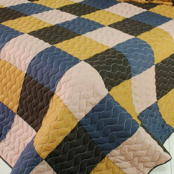 Antique Chic Vermicelli-Quilted Patchwork Quilt Set