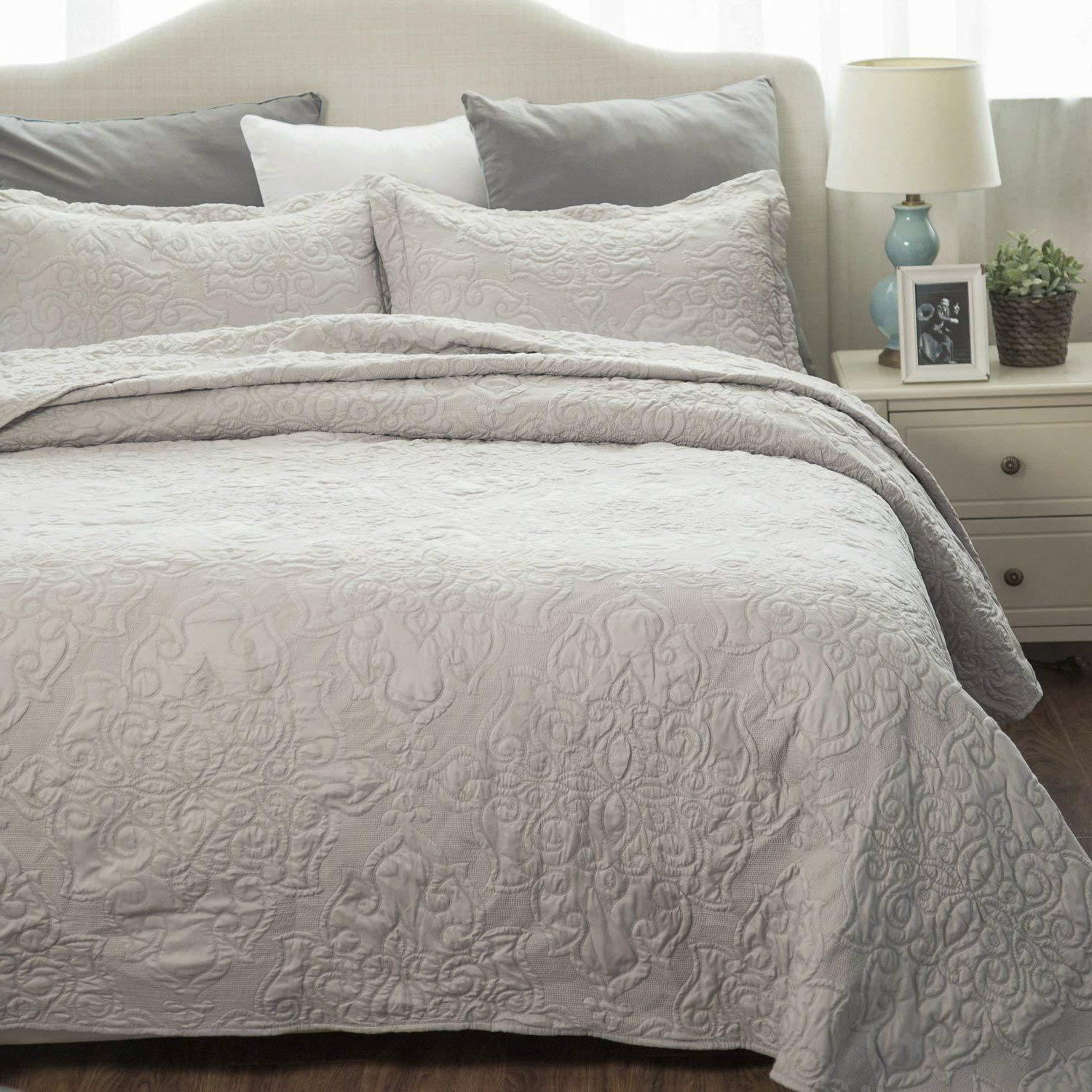 Bedsure Comfy Bedding Quilt Embroidered Full/Queen Set