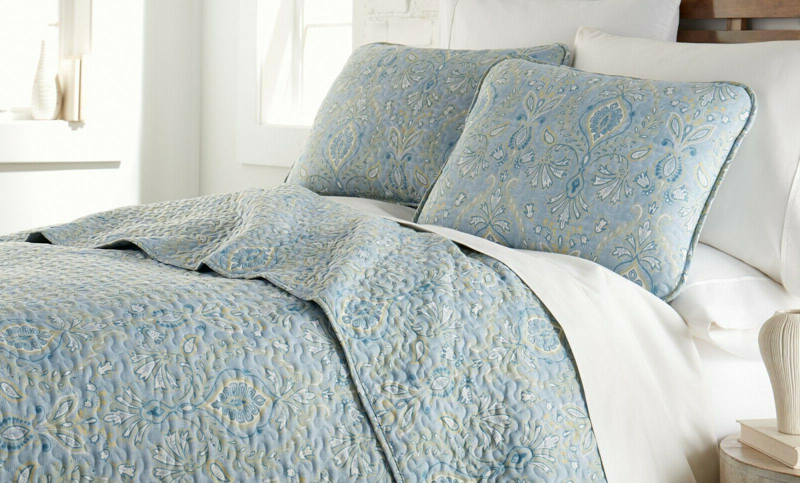 Luxurious and Grace Lightweight Quilt Set