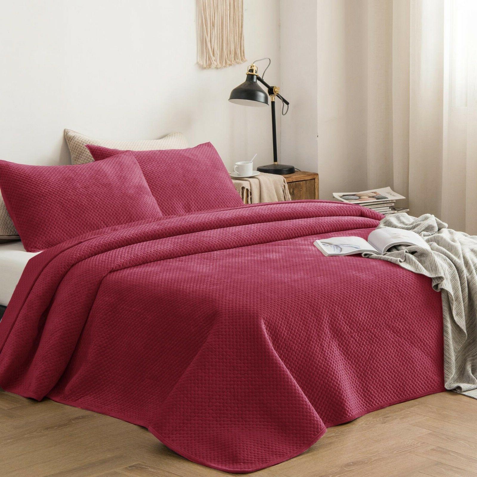 plush poly velvet lavish design quilt set