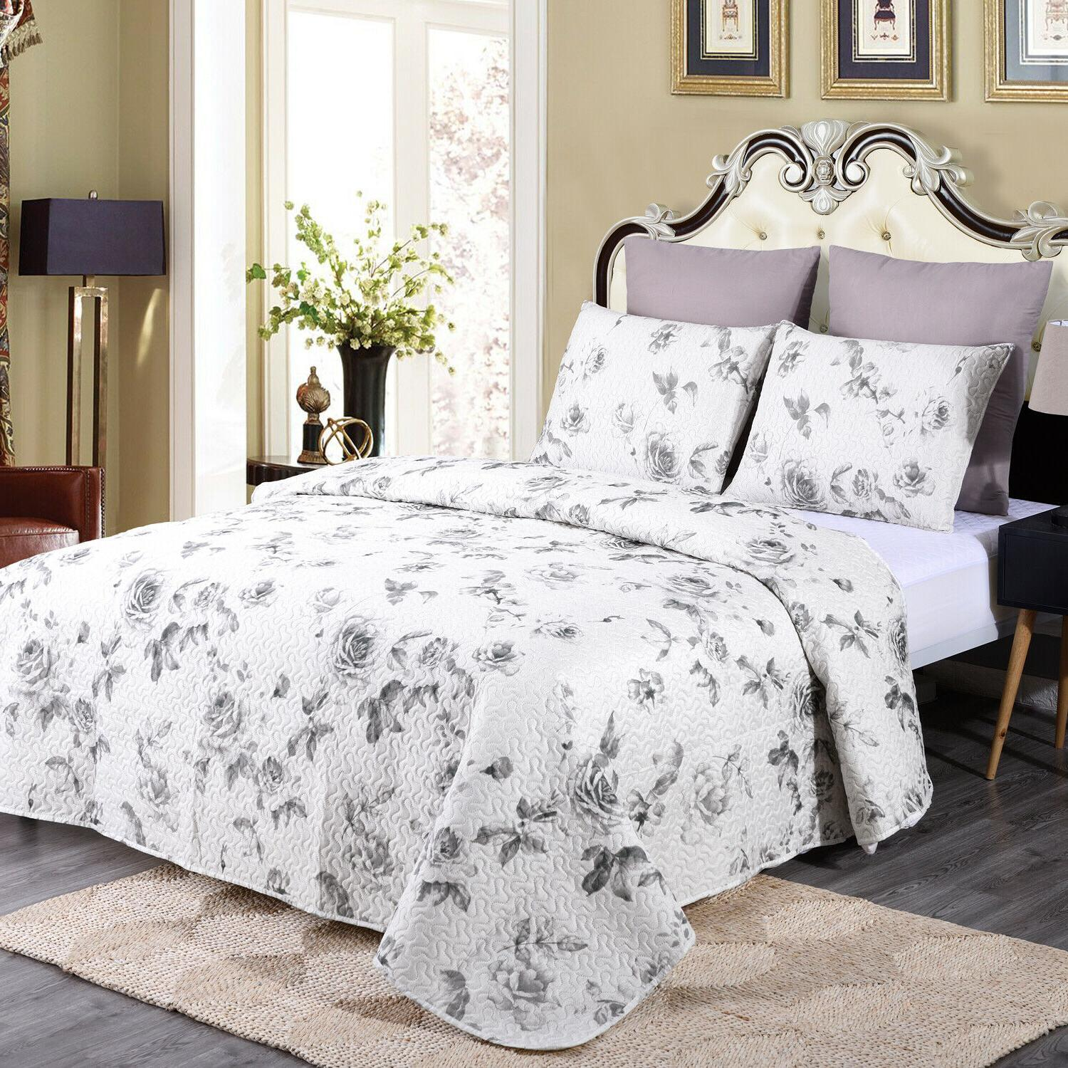 3 Piece Printed Reversible Bedding Quilt Set-Queem, White an