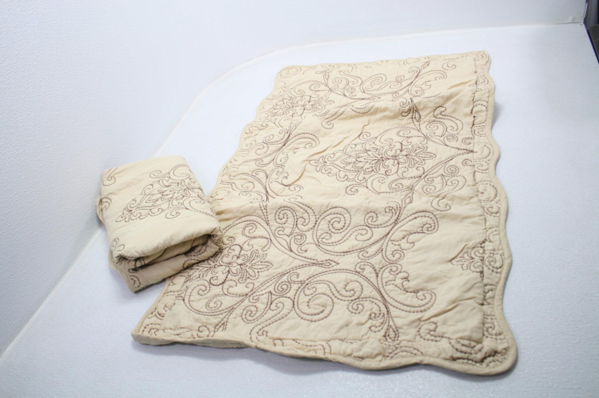 Serenta Damask Bedspread w Shams Decorative Pillow