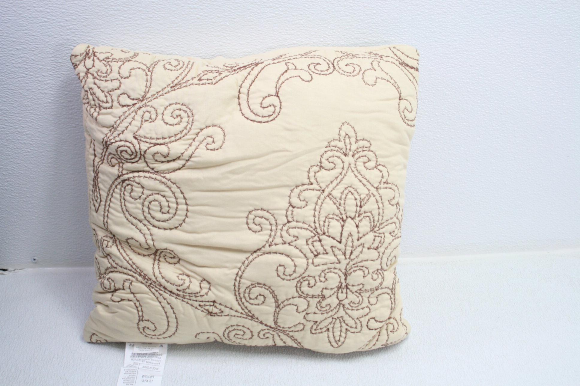 Serenta Damask Bedspread w Decorative