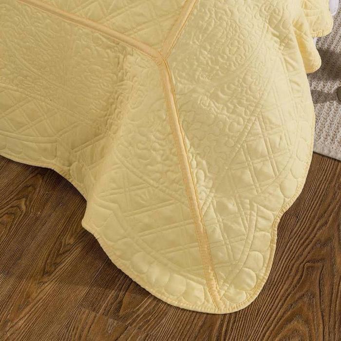 Tache Light Matelasse Buttercup Elegant Quilt Set