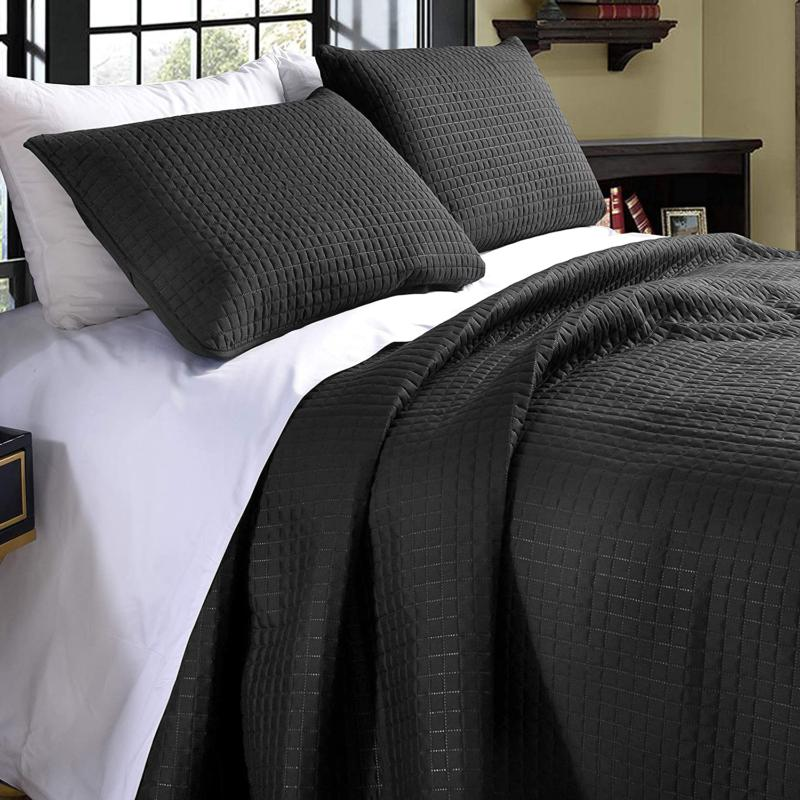 Exclusivo Ultrasonic Queen Size Quilt Set With Shams, Ligh