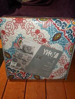 L VCNY Reversible quilt set Queen three-piece set