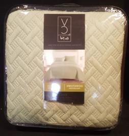 New Luxurious Geometric Pattern Quilt Set by VC New York Kin