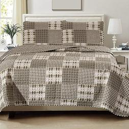 Great Bay Home 3-Piece Lodge Quilt Set with Shams. Durable C
